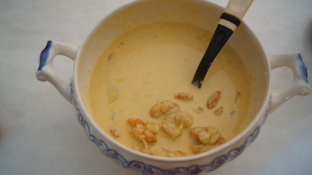 Camarão ao curry e alho poró