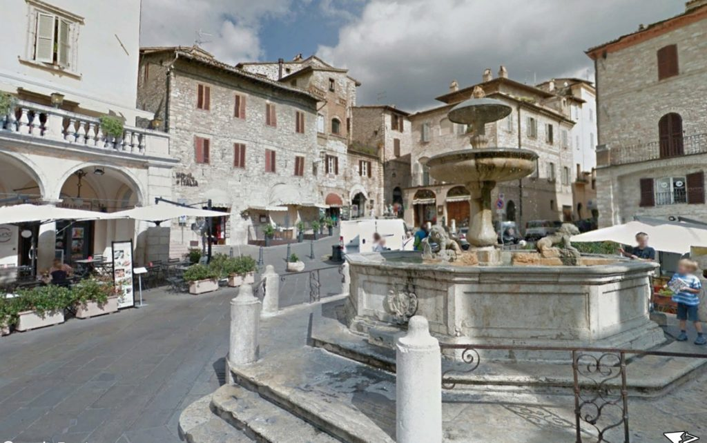 Piazza del Comune, Fonte dos Leões